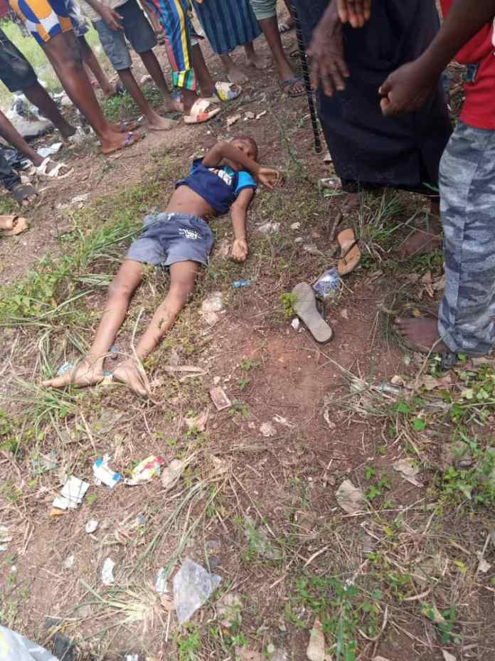 Speeding driver losses control, kills child in Anambra 2