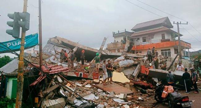 34 feared killed, 600 injured, dozens trapped as 6.2 magnitude earthquake rocks Indonesia 3
