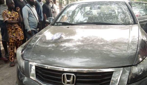 Man dies mysteriously inside car in Lagos 3