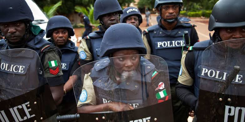 Benue police arrest 18-year-old girl for setting boyfriend's house on fire 3