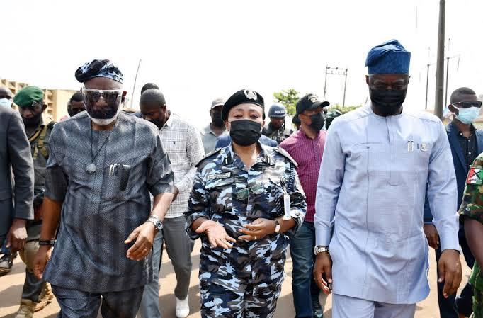 Mayhem: Akeredolu, Makinde visit Shasha market, sue for peace among traders 3