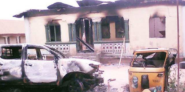 Mob burn Police station, 2 vehicles, kill 1 in Sokoto 3