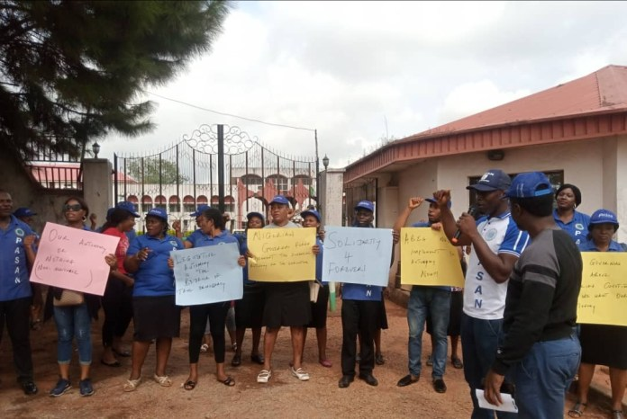 Parliamentary workers seal Anambra House of Assembly gate, demand financial autonomy 1