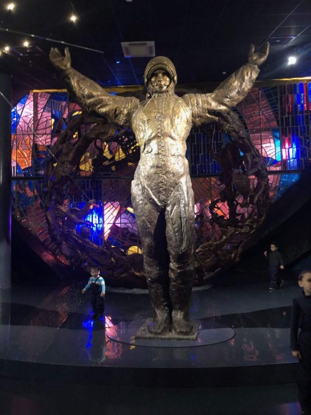 statue at Museum of Cosmonautics Moscow