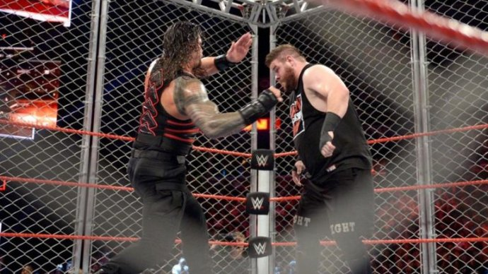 roman-reigns-kevin-owens-wwe-raw-steel-cage-match_3790345