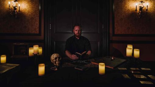 the-dark-seance-asylum-lochlan-masters-5
