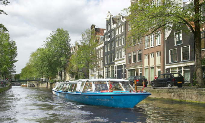 amsterdam-sightseeing-canal-cruise-and-schipol-airport-transfer-AM15-mosaic_Fotor