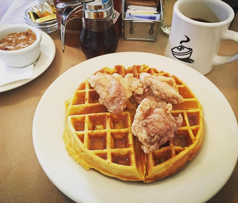 Awesome restaurants in Charleston via @thedashanddine