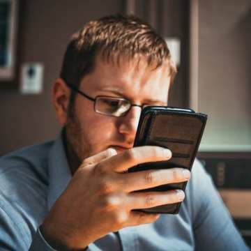 Is Your Mobile Phone Ruining Your Relationship