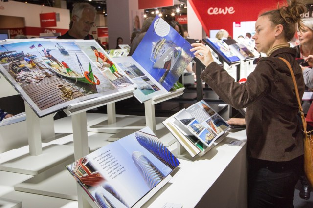 Cewe book samples at photokina.