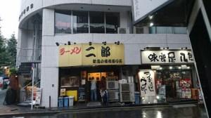 [まずい?うまくなった?]ラーメン二郎 新宿小滝橋通り店で ...