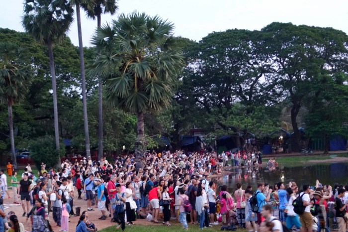 The Madness of Crowds: Angkor Wat edition