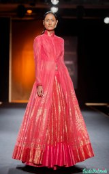 This Benarsi silk lehenga reminded us of Sanjay Garg's previous collection. Looks like this style is here to stay!