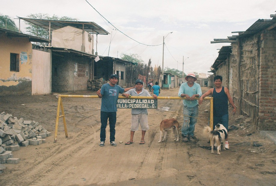 Residents of Pedregal Grande awaiting the construction of the memorial and playground.
