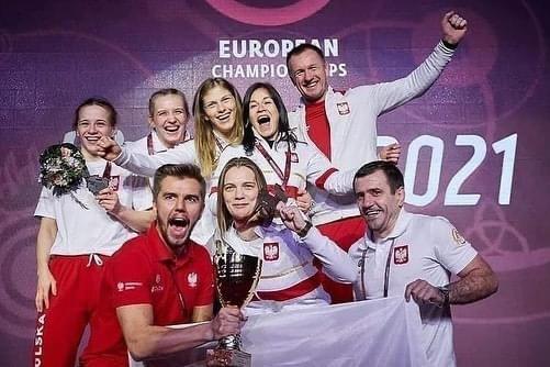 Polish female team with trainers won team medal