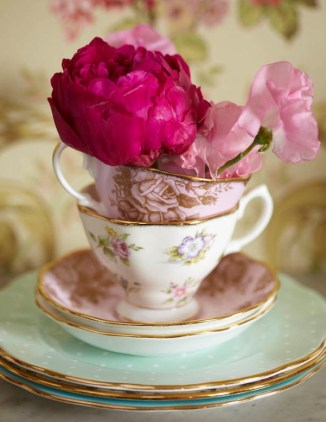 I have a thing for vintage teacups, particularly with lovely soft pinks floral patterns and gold trim | via http://selinalake.blogspot.com/2011/10/tesco-vintagepink.html