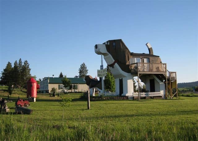 Cog Bark Inn located in Cottonwood, ID calls attention to this town with its attention-getting facade in the shape of a dog and its canine-inspired decor, available on Airbnb. Photo credit: Airbnb