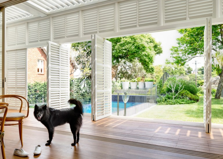 Indoor outdoor living, design by Luigi Rosselli Architects. Photo: Justin Alexander