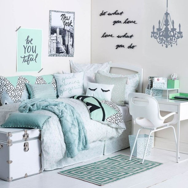 50 Cute Teenage Girl Bedroom Ideas   How To Make a Small ... on Simple But Cute Room Ideas  id=21783