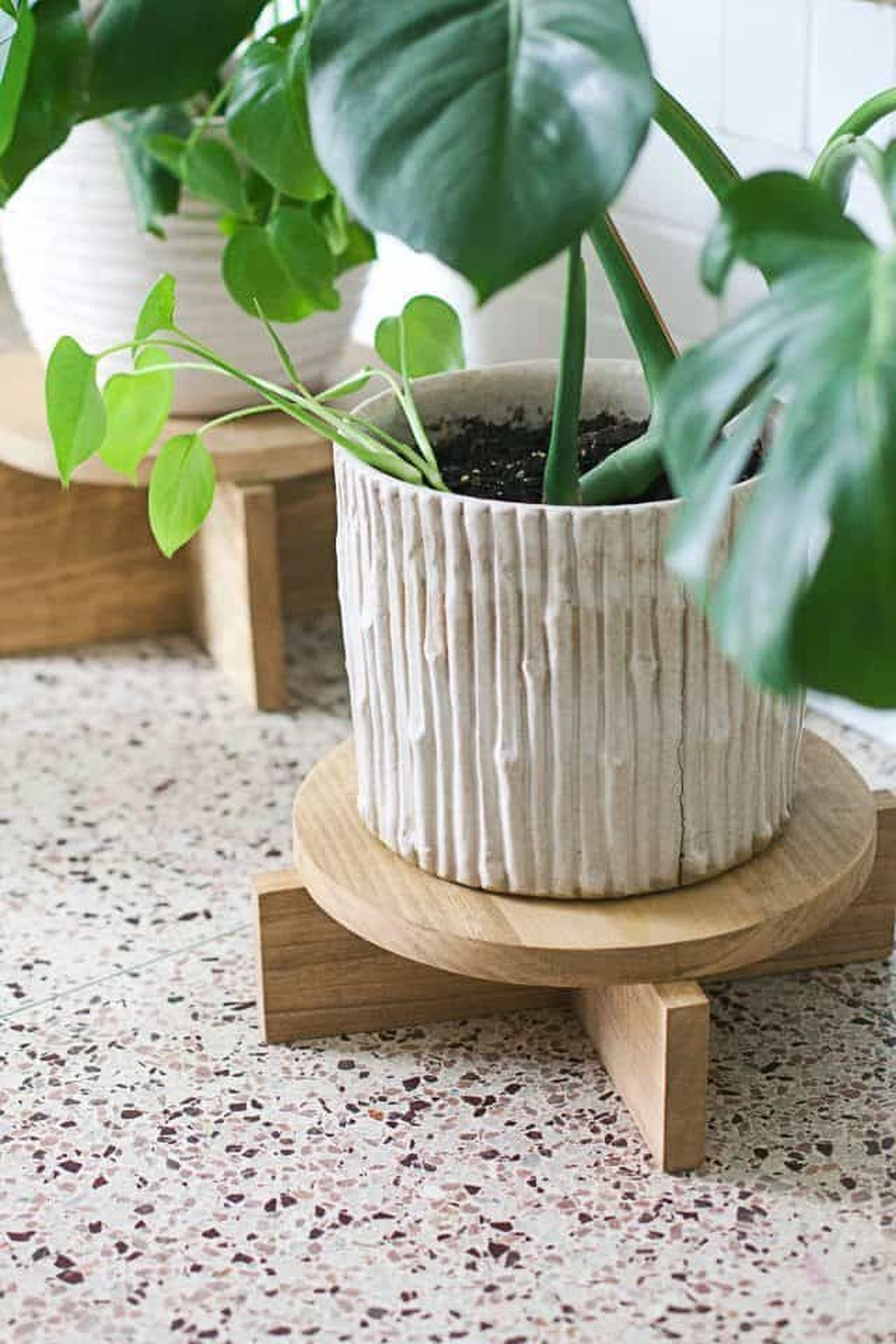 20 Inexpensive DIY Plant Stand Ideas on House Plant Stand Ideas  id=77118