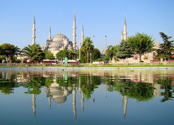 Blå moskén, Istanbul by Bjørn Christian Tørrissen shared under the Creative Commons Attribution-Share Alike 3.0 Unported license