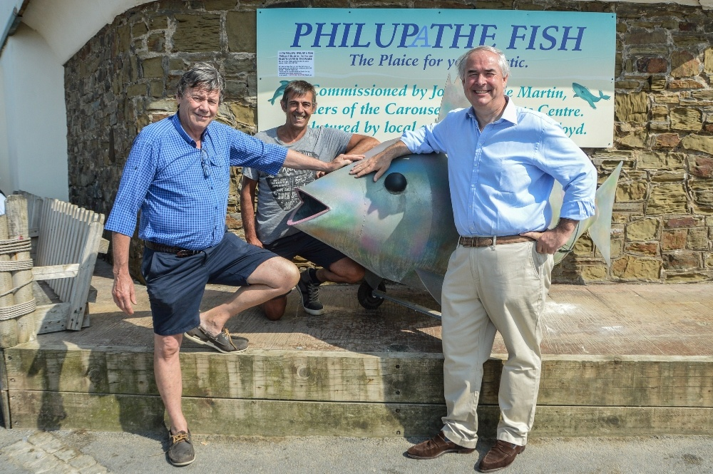 Philupa the fish - the sculpture of a fish with men around it