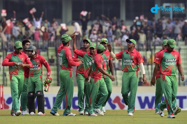 Bangladesh cricketers walk off the field after the Zimbabwe innings during the fifth and the final one-day international (ODI) match between Bangladesh and Zimbabwe at the Sher-e Bangla National Stadium in Dhaka on December 1, 2014. AFP PHOTO/Munir uz ZAMAN (Photo credit should read MUNIR UZ ZAMAN/AFP/Getty Images)