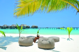 halaveli-maldives-sandy-beach-4