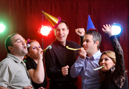 How to Take Great Party Pictures - thedigitalphotocoach.com