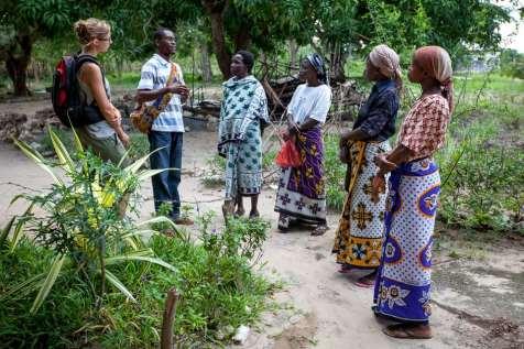 A Roch volunteer Ameline Peterschmitt and staff member Patrick Kaunda talk with ASSETS parents.