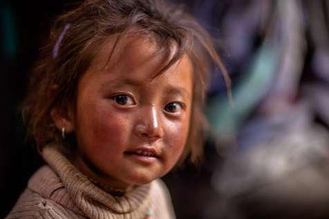 A Changpa child at Tsomoriri.