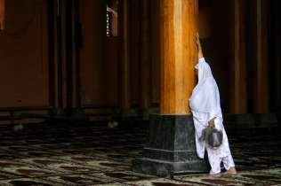Woman praying at the Jamma Masjid