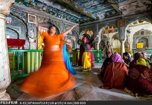 Manju Sethi dancing before Krishna.