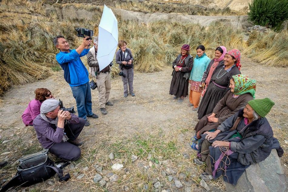 In Lamayuru, Piet gave participants lessons in off-camera flash.