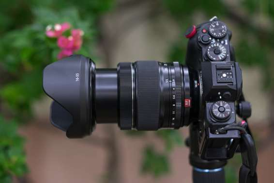 Fujinon XF 16-55 mm f/2.8 R LM WR with the tulip lens hood zoomed to 55 mm..