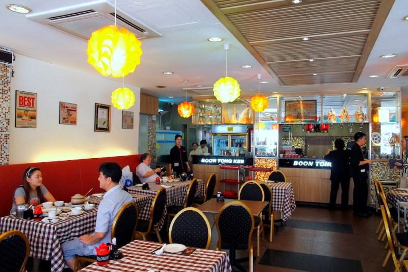文東記的海南雞飯與肉骨茶,幾乎就是新加坡的代表美食。