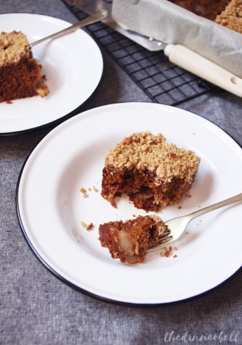 Pear and cinnamon crumble cake // The Dinner Bell