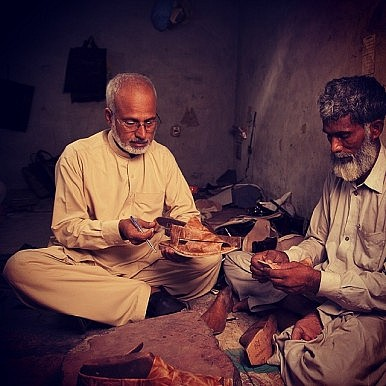 Pakistan Start-Up Preserves a Disappearing Craft