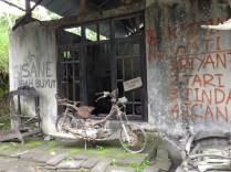 A badly damaged bicycle.