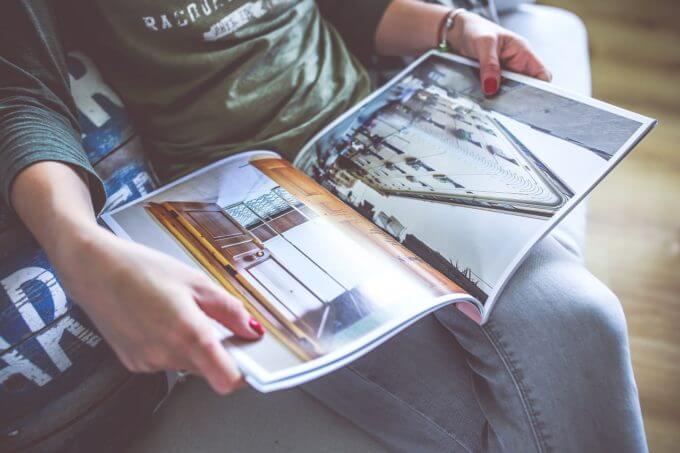 一緒に彼氏に好きな雑誌を読んでクリスマスプレゼントを探る
