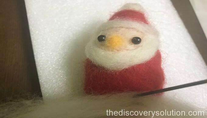 クリスマスのサンタクロースの洋服を作っていきます。