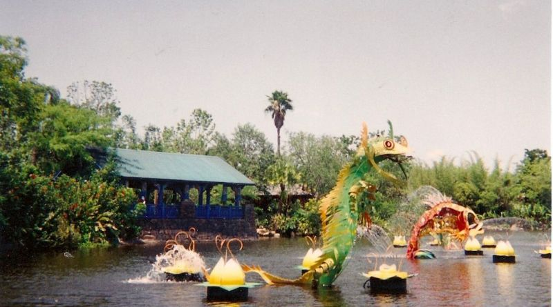 throwback thursday Animal Kingdom River Sculpture