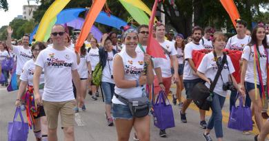Disney-VoluntEARS-support-Come-Out-With-Pride-Orlando-4