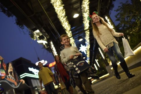 disney springs christmas shopping