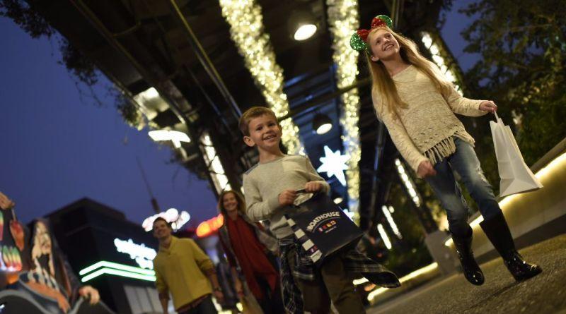 disney springs christmas shopping