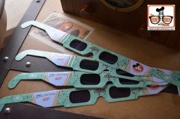 2015-12 - Hollywood Studios -Osborne Lights - get your Pass-holder 3D glasses at Sid Curingas