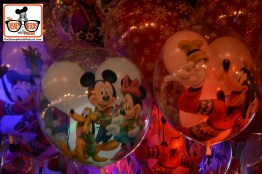 2015-12 - Magic Kingdom - MVMCP - Balloons on mainstreet