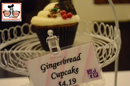 2015-12 - Boardwalk Resort - The Ginger Bread Shop - Gingerbread Cupcake
