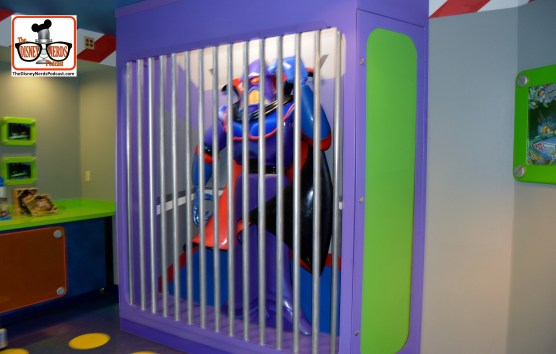 DNP April 2016 Photo Report: Magic Kingdom: Back at Buzz - The Zurg at the exit has more bars - the photo prop of going into the jail with zurg is gone...