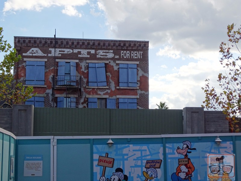 The gate mentioned last week at the end of Muppet Vision 3D now has a fresh coat of green paint. Since construction appears complete with the wall and gate, get ready for the blue construction wall to disappear soon